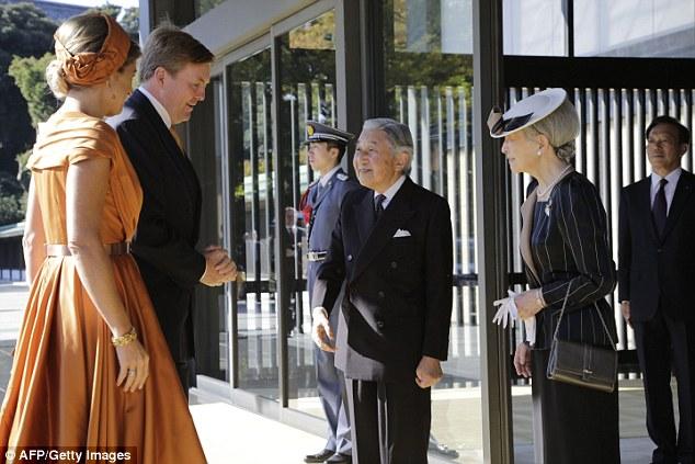 qm1414577975231_wps_19_Japan_s_Emperor_Akihito_C.jpg