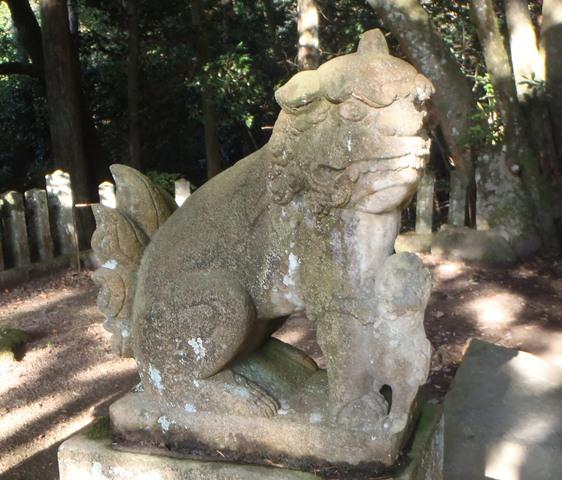 岩神社の狛犬121027