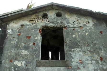 陸側外壁・弾痕