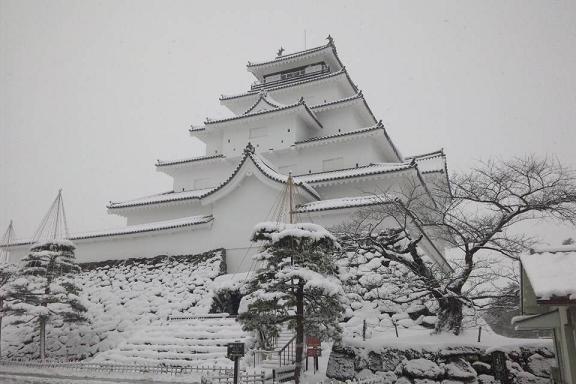 雪化粧の会津若松城