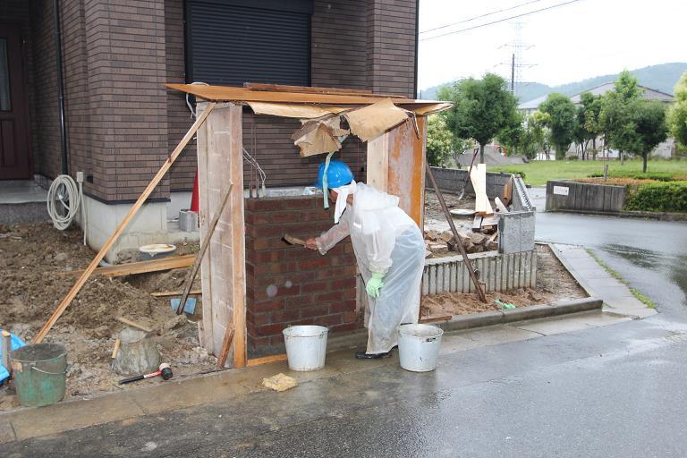 M様邸門柱工事雨天