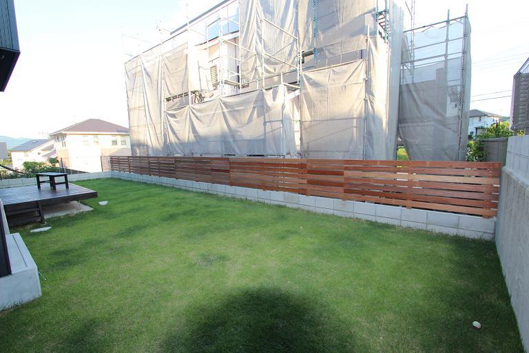 ヴェルテューサけやき坂H様邸の木製フェンス