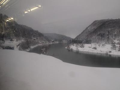最上川沿いも雪景色