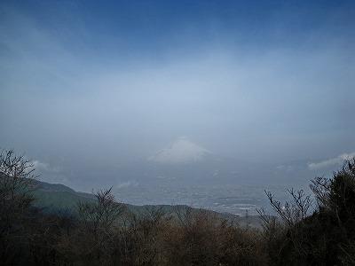 富士山も霞んでる