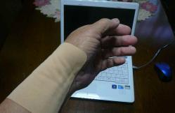 手首に湿布20121226-1