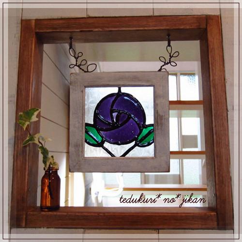 小窓にステンドグラス