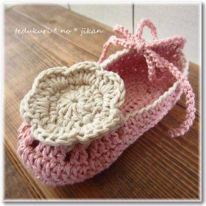 お花のベビーシューズ ピンク2