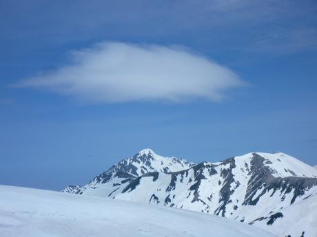 剣岳上のレンズ雲