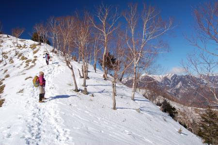 16社山への尾根から