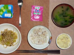 胚芽押麦入り五穀米,マッシュポテト,鶏肉ともやしのにんにく醤油炒め,梅ふりかけ,ほうれん草のおみそ汁,ヨーグルト