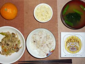 胚芽押麦入り五穀米,納豆,肉野菜炒め,マッシュポテト,おみそ汁,みかん