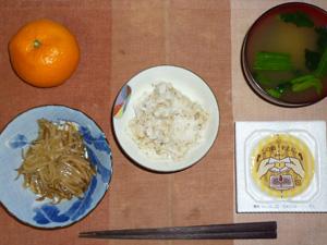 胚芽押麦ご飯,納豆,もやしの肉味噌炒め,ほうれん草のおみそ汁,みかん