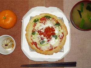 ピザマルゲリータ,小龍包,ほうれん草のおみそ汁,みかん
