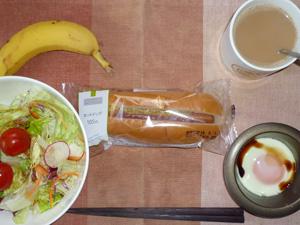 ホットドッグ,サラダ,目玉焼き,バナナ,コーヒー