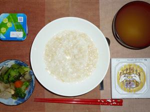玄米粥,納豆,温野菜,青ネギのおみそ汁,ヨーグルト