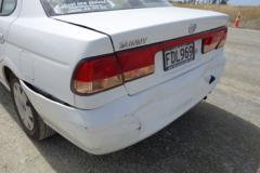 事故後の車 s