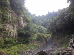 阿蘇の溶岩が急激に冷えてできた光景らしいです
