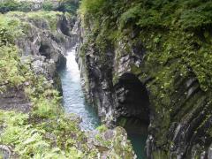 高千穂峡 岩のえぐれ方が面白いですね