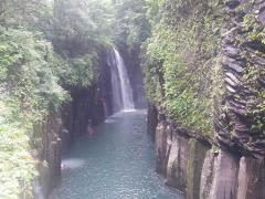 よく写真などで見かける滝ですね