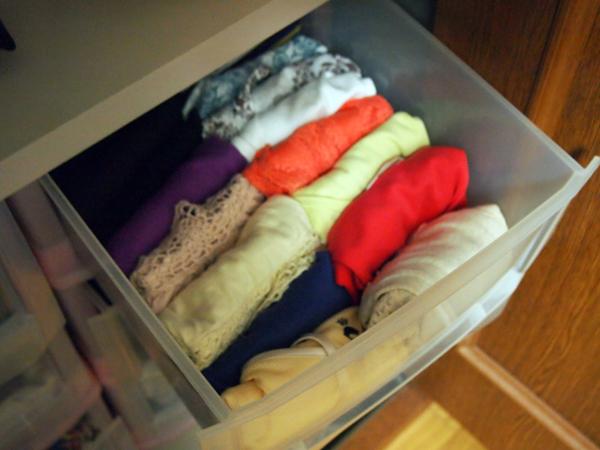衣類の整理中