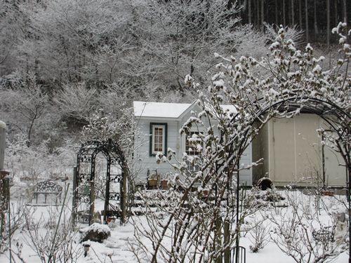 工房前の雪景色2013