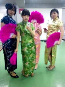 左から涼子、シヅキ、朧、小日向
