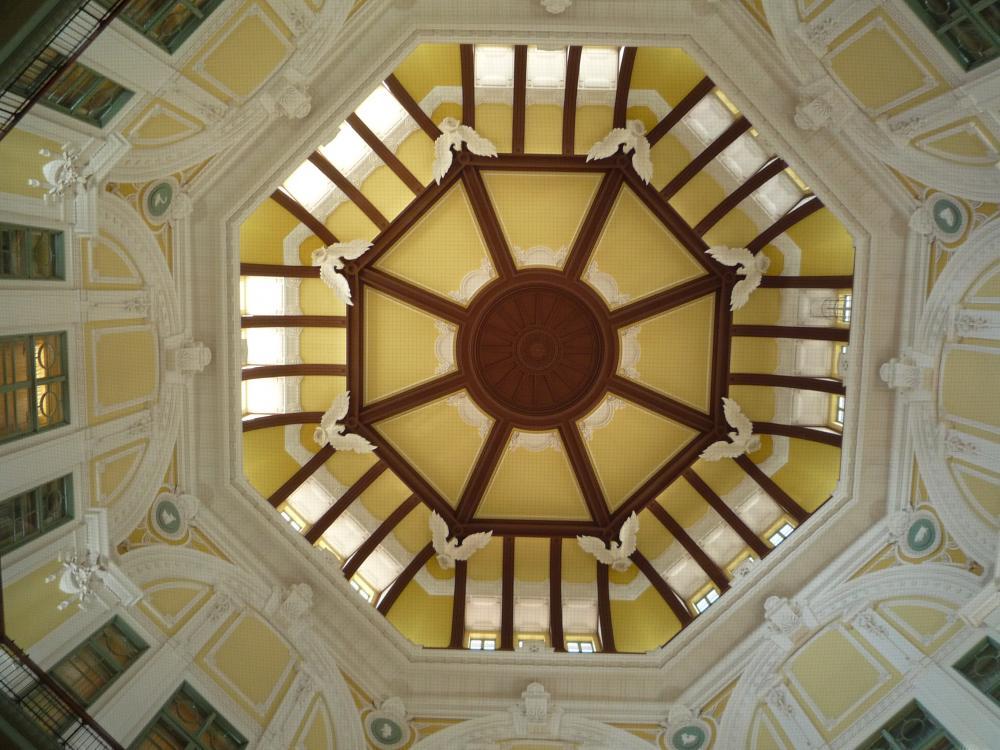 東京駅ドーム内装飾の天井部分