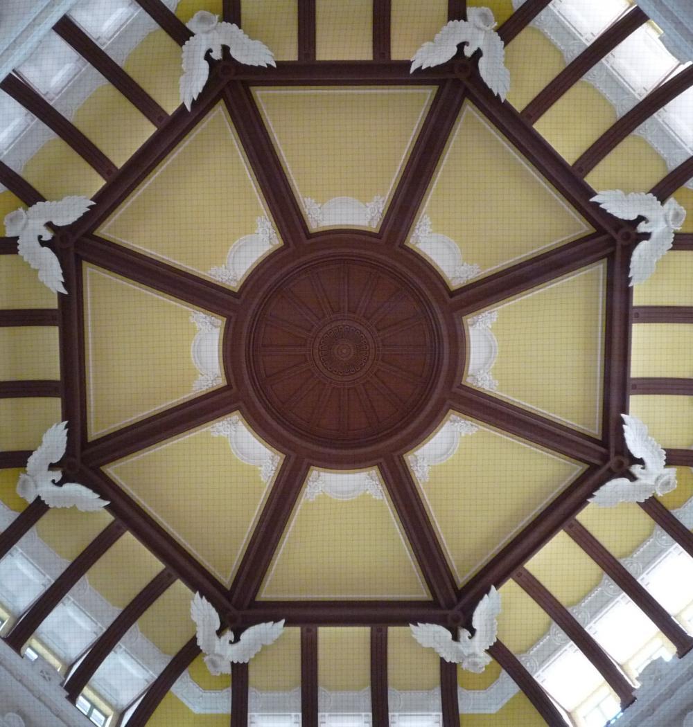 東京駅のドーム天井中心