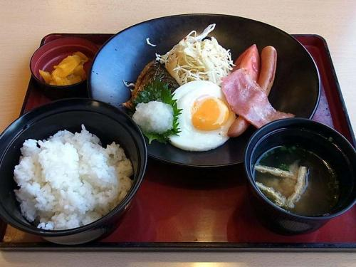 幕の内朝食
