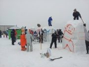 2014スノーフェスティバルin越路 雪像づくり (1)