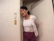 息子にフェラ抜きする五十路のお母さん・名取美知子