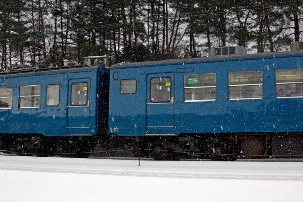 青い電車2