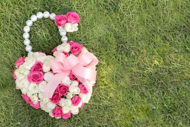ピンクとホワイトバラのバッグブーケ