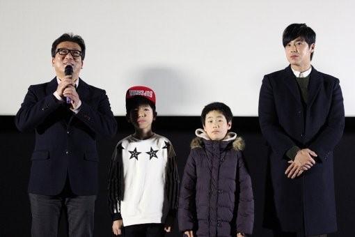 東方神起ユンホ(本名チョン·ユンホ)が映画「国際市場」の舞台挨拶にびっくり登場した