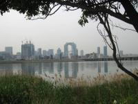 川岸から眺める梅田