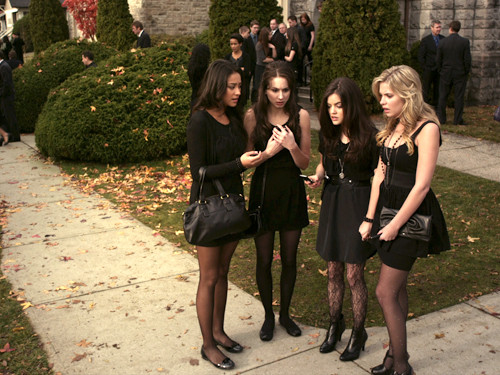 Pretty-Little-Liars-pilot-pretty-little-liars-tv-show-31433108-500-375.jpg