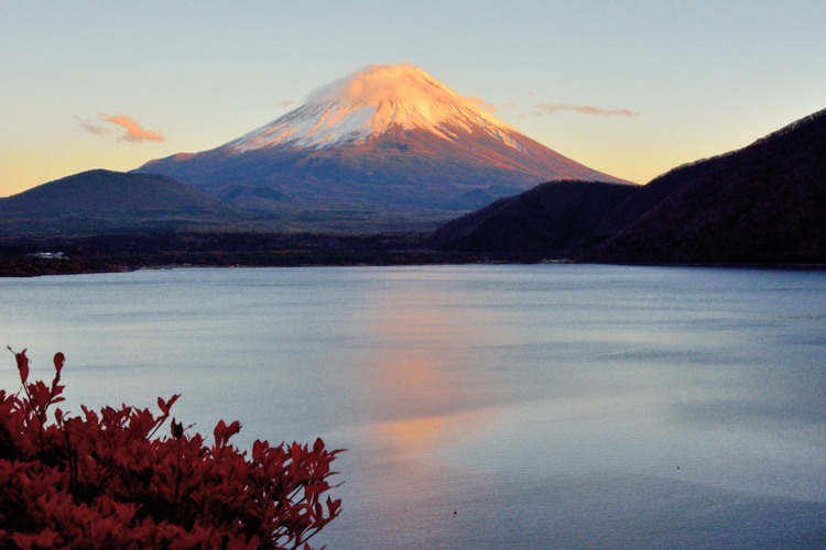 本栖湖の赤富士2