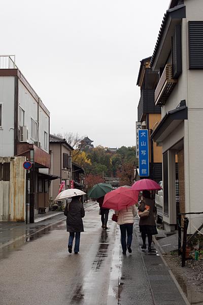 雨の犬山-2