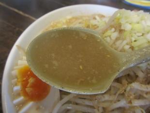 東横寺尾 醤油豚骨ラーメン スープ