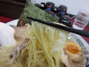 満里新津店 豚骨ラーメン 麺