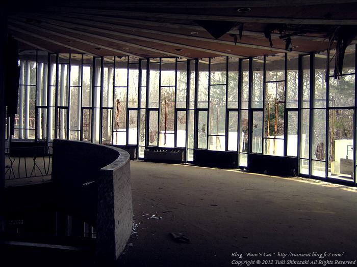 浅間モーターロッジ「曲線美の廃墟」