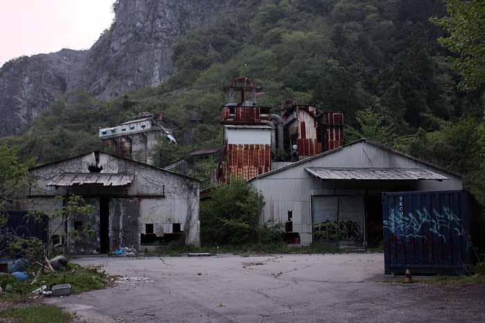 白石鉱山_後方部分全景