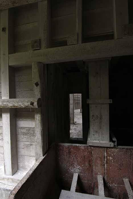 白石鉱山_「白の部屋」への入口
