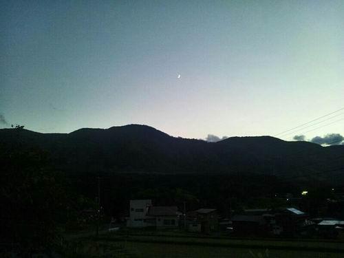 鬼首夕暮れと月