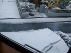 16年振りの大雪予報~東京南部~ビニールハウスに積る雪~怖い~朝の景色(ToT)/~~~・・・2014.02.08~午前9時