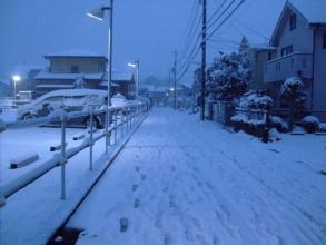 家の近所の止む気配のない・・・雪景色2014.02.14.17:22