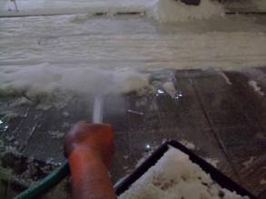 その後降り続ける大雪がビニールハウスに重く積るのでお風呂からお湯シャワーを引いてベランダ上から放水~とりあえず1回目落しました(ToT)/~~~2014.02.14.18:53