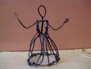 ドレス型キャンドルお手本にアルミ線でミニチュア人形作成♪さあ!多肉ドレスを飾れるでしょうか?午後は寒いのでミニチュア人形作成しました。2014.02.10