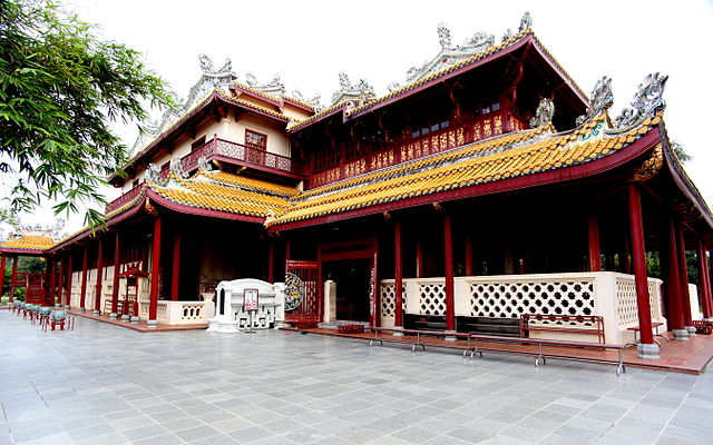 640px-Chinese_style_palace_in_Bang_Pa_In_Palace.jpg